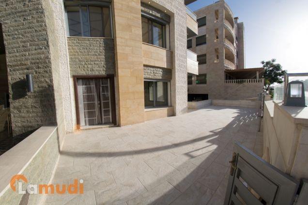 شقة 210 م ارضية في الكرسي واطلالة خلابة على جبال الضفة و البحر الميت للبيع من المالك مباشرة