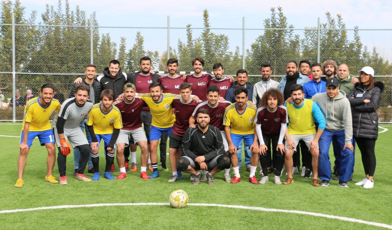 """جامعة الشرق الأوسط تلتقي وديا فريق طلبة جامعة """"البترا"""" لكرة القدم"""