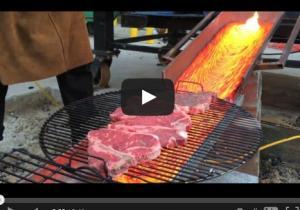 """بالفيديو.. أغرب طريقة لإعداد """"اللحم المشوى"""""""