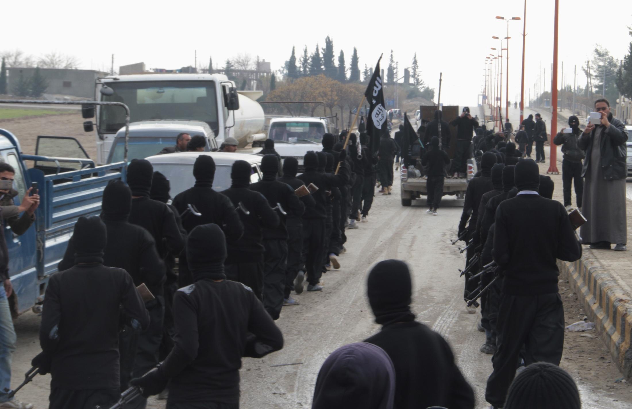 """بدء محاكمة 4 متهمين لتجنيدهم مقاتلين لـ""""داعش"""""""