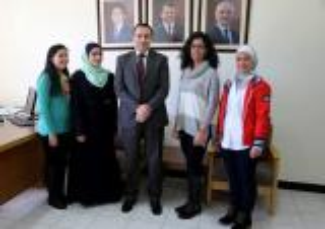 حقوق الأردنية تكرم الفائزين في مسابقة المحاكمة الصورية