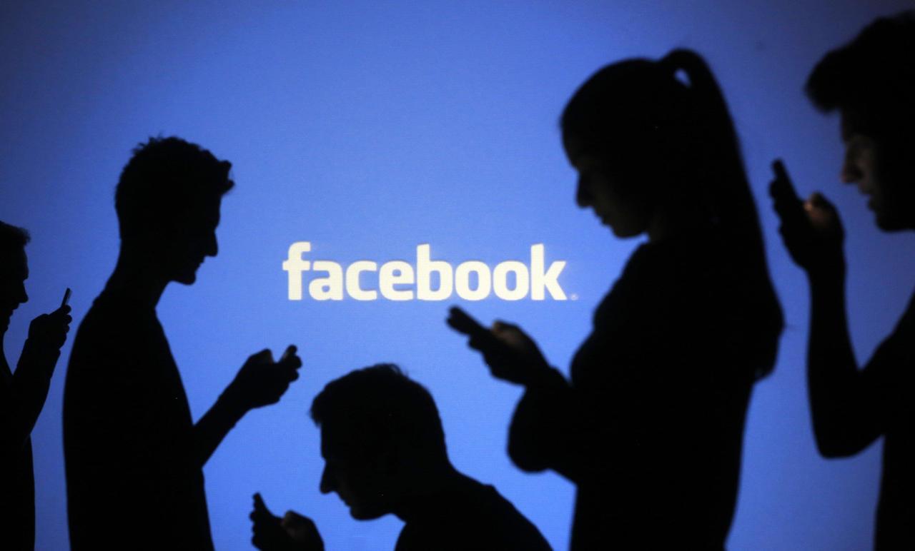 """""""فيسبوك"""" يعتمد على مستخدميه في تقييم مصداقية الأخبار"""