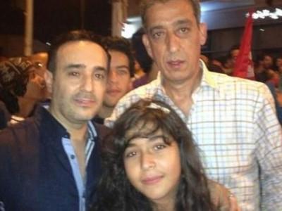 بالصور ..  أول ظهور لابنة صابر الرباعي في احتجاجات تونس