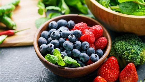 تعرف على مخاطر عدم تناول الخضراوات والفاكهة بهذه الكميات