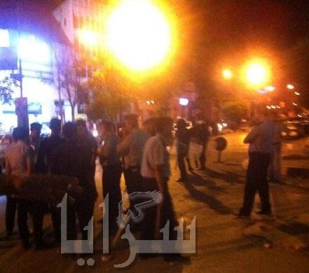 إحتجاجات أمام  مبنى محافظة إربد .. والدرك يستخدم المسيل للدموع (صور)