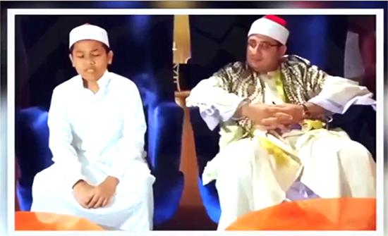 """فيديو : """"طفل معجزة"""" يتلو القرآن في إندونيسيا"""