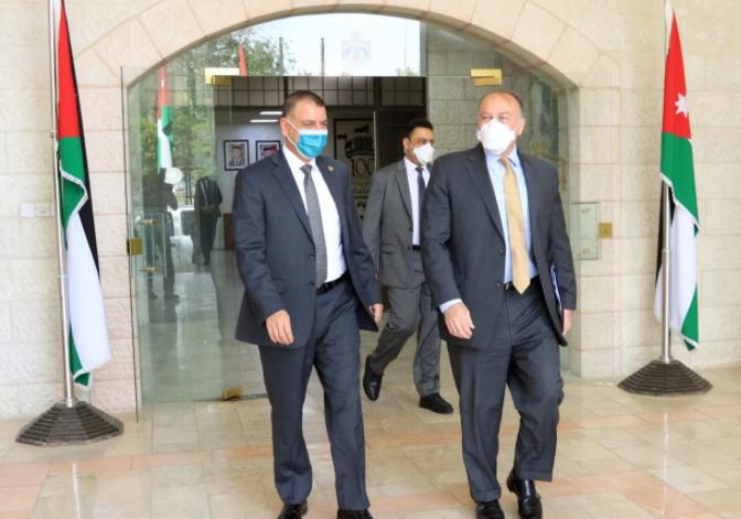 وزير الداخلية يلتقي السفير الأمريكي  ..  ماذا دار بينهما؟
