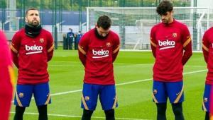 بكاء ميسي متأثرا بوفاة مارادونا