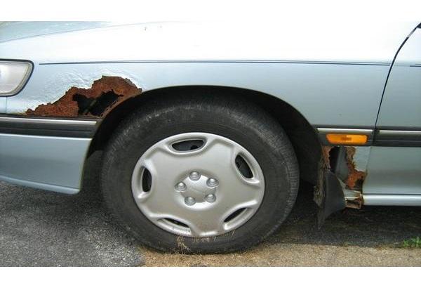 بالصور  ..  تعرف على أنواع الصدأ الذي يصيب السيارات وكيفية إزالته