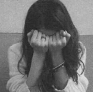 """الأمن يوفر """"الحماية"""" لفتاة حرمها والدها من الدراسة و التواصل مع """"والدتها"""" و العالم الخارجي"""