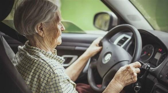 قيادة السيارة قد تشكل خطراً على كبار السن