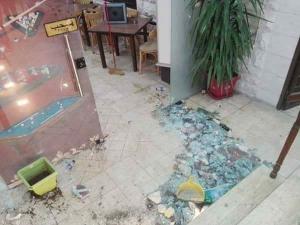 بالصور..مجهولون يحطمون محتويات نادي الجزيرة الرياضي في عمان