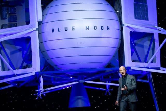 مؤسس أمازون يعرض 2 مليار دولار على ناسا