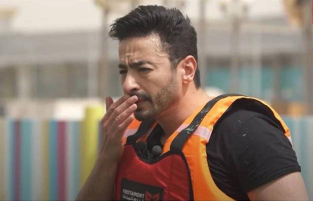 بالفيديو  ..  حمادة هلال يُصاب بطلقة في وجهه ..  ورامز جلال يعلّق