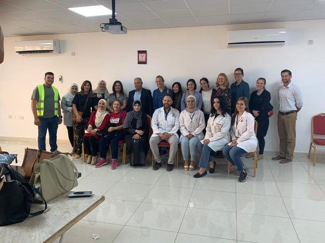 كلية الصيدلة بجامعة البترا تشارك باليوم الطبي بماحص