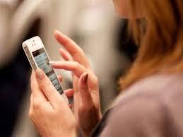 الإفتاء المصرية: لا يجوز للمرأة التجسس على هاتف زوجها