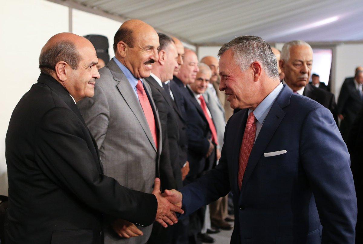 الملك يلتقي في الديوان الملكي متقاعدين عسكريين ومحاربين قدامى