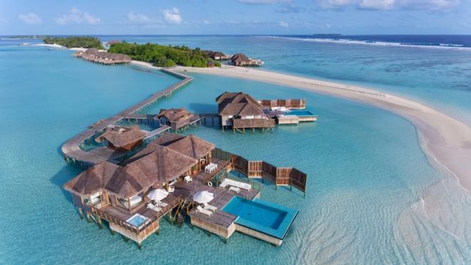 بالصور  ..  استمتع بتجربة بحرية رائعة في فيلا تحت مياه المالديف