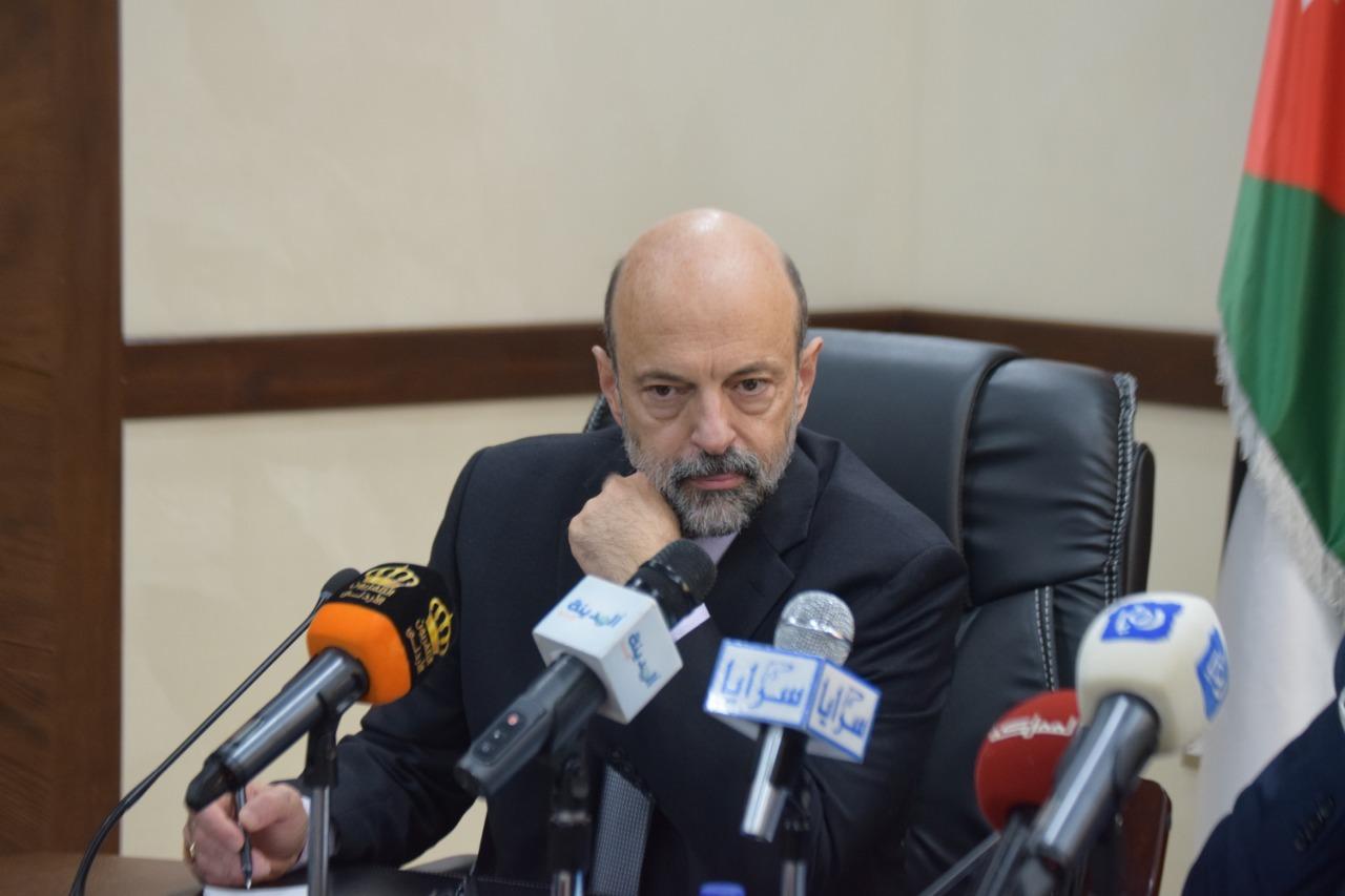 الرزاز يرفع الحصانة عن نائب بناء على شكوى قدّمها أحد المواطنين