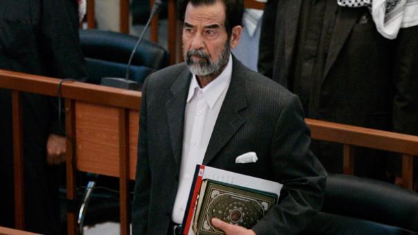 """بالفيديو  ..  في ذكرى استشهاده  ..  إمام مسجد """"قباء"""": صدام حسين نجا بالقرآن"""