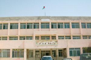 طلبة مدرسة يلجأون للأودية والمساجد لقضاء حاجاتهم