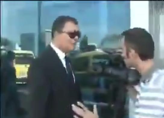 بالفيديو ..  تين كات يقوم بضرب مصور أثناء تصويره له بدون أخذ موافقته