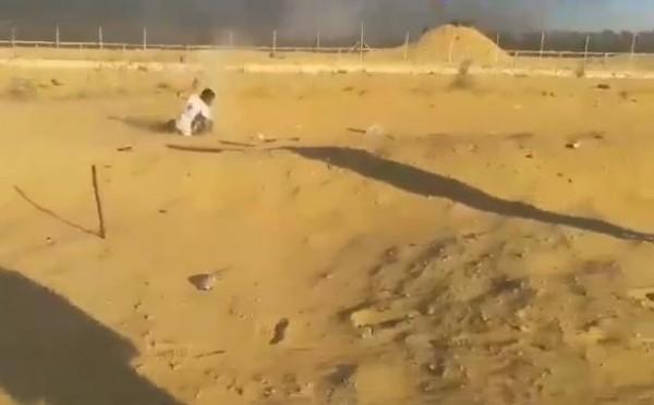 بالفيديو ..  شاهد لحظة إصابة الشهيد الفتى أبو طيور سابقاً شرق رفح