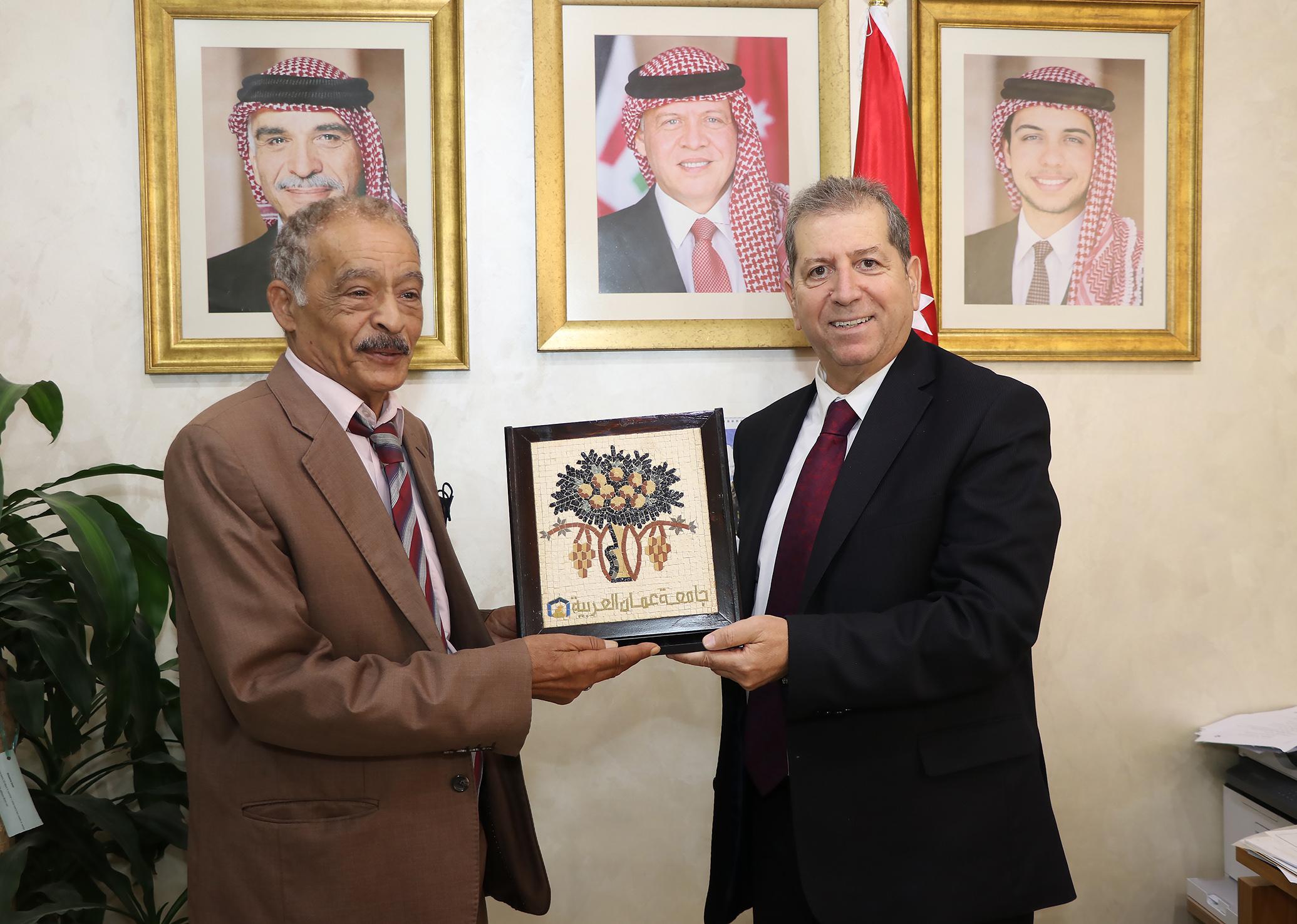 """بالصور  ..  رئيس """"عمان العربية"""" يستقبل وفداً من منظمة الصداقة الدولية"""