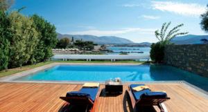بالفيديو .. اليونان بلد كل شيء