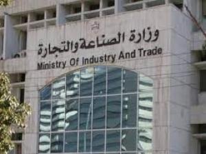 مشاجرة عنيفة وحالات إغماء بين مراجعين  في مبنى وزارة الصناعة والتجارة