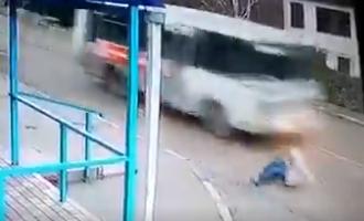 بالفيديو  .. نجاة فتاة روسية من الموت بأعجوبة