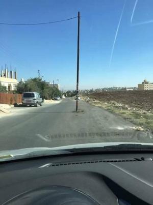 شكاوى من عمود يقع في منتصف الشارع في اربد