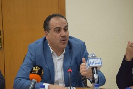 """وزير الزراعة يطالب بتدخل دولي لـ""""مكافحة الجراد"""" ويؤكد: نحن أمام كارثة"""