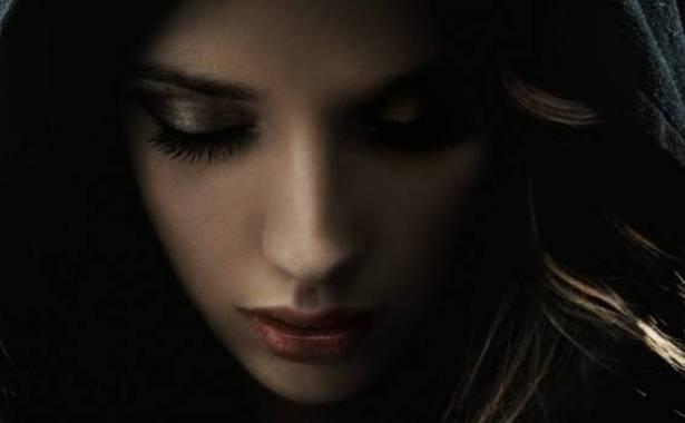 بالصور ..  هذه الممثلة أصيبت بالعمى وخضعت لعلاج سريّ