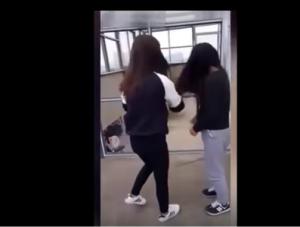 بالفيديو.. لقطات وحشية.. فتاة تضرب أخرى لمدة 3 ساعات!!