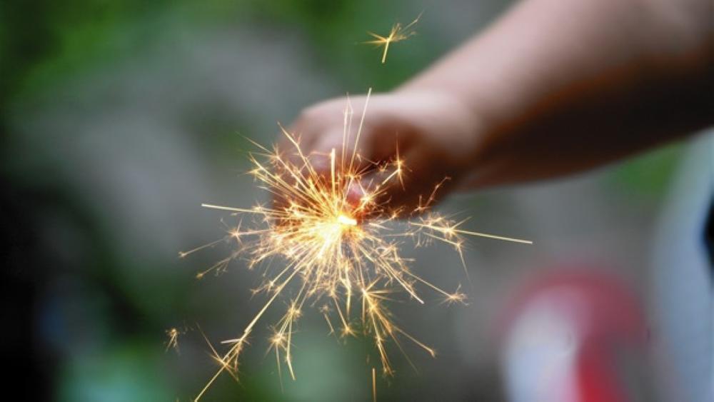 """تعديلات تحصر استيراد الألعاب النارية بـ """"الكيك شو"""" و """"النوافير"""""""