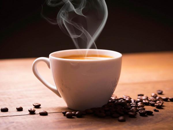 """باحثون يطمئنون محبي القهوة ..  ويكشفون """"مكمن الضرر"""""""