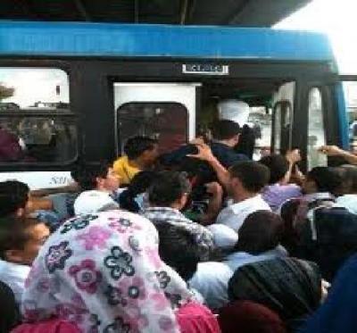 باصات الجامعة الاردنية - الزرقاء ... فوضى و مزاجية  في نقل الركاب وسط غياب وزارة النقل