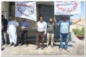 بالصور.. حراك جرش ينفذ وقفة إحتجاجية بالطفيلة للمطالبة بالإفراج عن الزميل محيسن