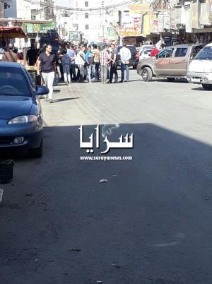 بالصور  ..  التهجم على رئيس بلدية الرمثا وطعن سائقه