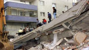 بالفيديو .. لحظة انهيار مبنى من 5 طوابق في اسطنبول