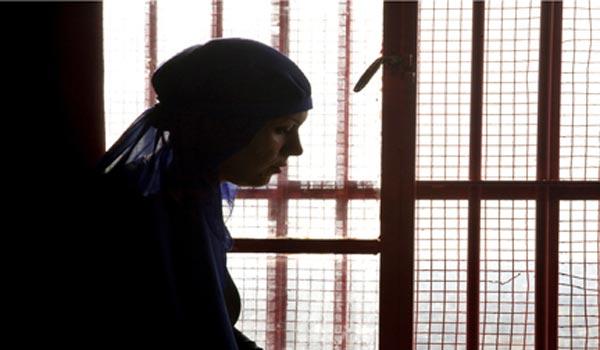 """"""" علا """"  ..  مواطنة أردنية في سجون دبي  دون توجيه اتهام  لها"""