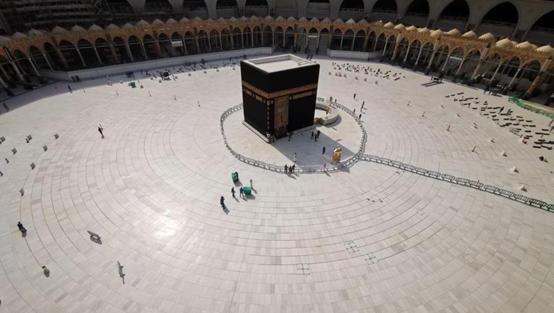 السعودية تنفي استئناف الصلاة في المساجد