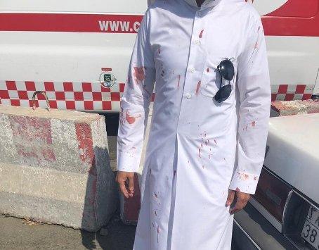 طالب سعودي يعتدي على معلمه بعنف بسبب سؤاله عن اسمه  ..  تفاصيل