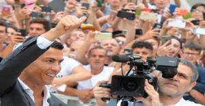 رونالدو لدى تقديمه في يوفنتوس: أنا مختلف عن الاخرين