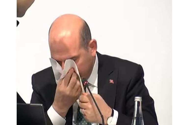 بالفيديو  ..  إصابة وزير الداخلية التركي بنزيف أثناء مؤتمر على الهواء مباشرة
