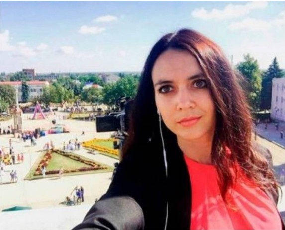 بالصور  ..  مذيعة شهيرة تقتل على يد زوجها أمام عيني طفلها