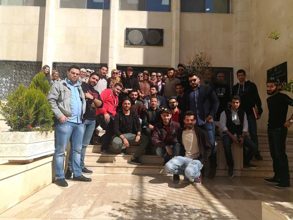 طلبة جامعة البترا يزورون متحف البنك المركزي