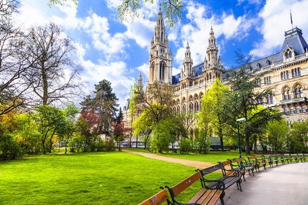 بالصور  ..  استمتع بقضاء عطلة الربيع في أفضل المدن الأوروبية