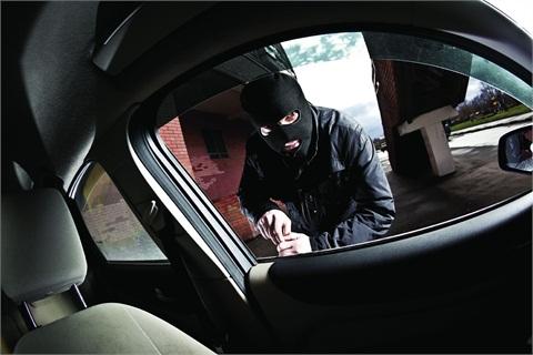 لصوص يبتزون مواطن ليدفع  5000 دينار مقابل إعادة سيارته .. والأمن يدعو لعدم الخضوع للخارجين عن القانون